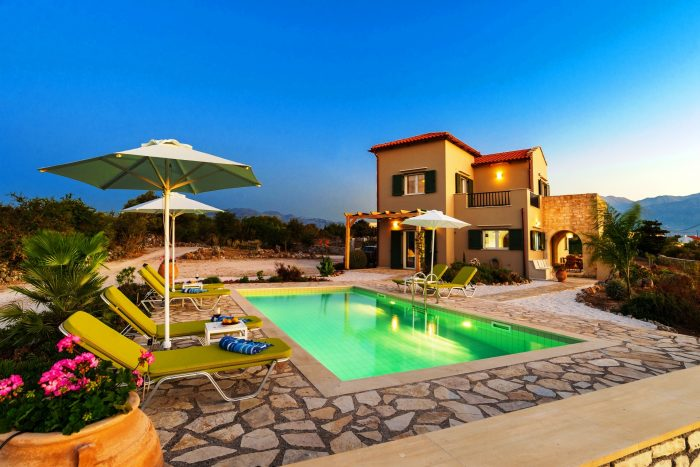 Furnished Villa with a private pool and great views in Xirosterni