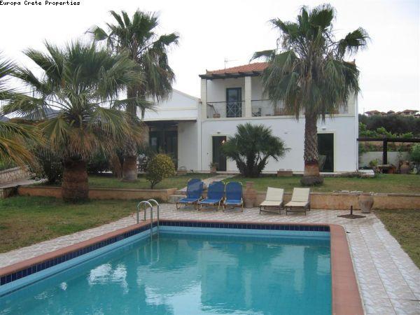 Detached house with pool in Chorafakia, Akrotiri
