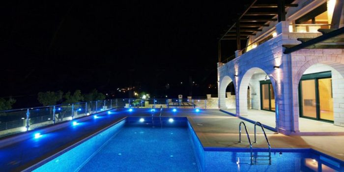 Luxury villa with pool and sea view in Kera