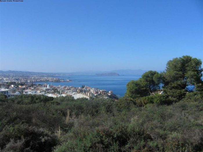Plot with view to the Chania bay