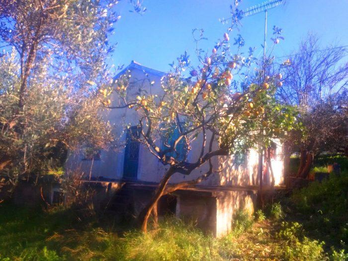 Παλιά οικία προς πώληση κοντά στο Κολυμβάρι