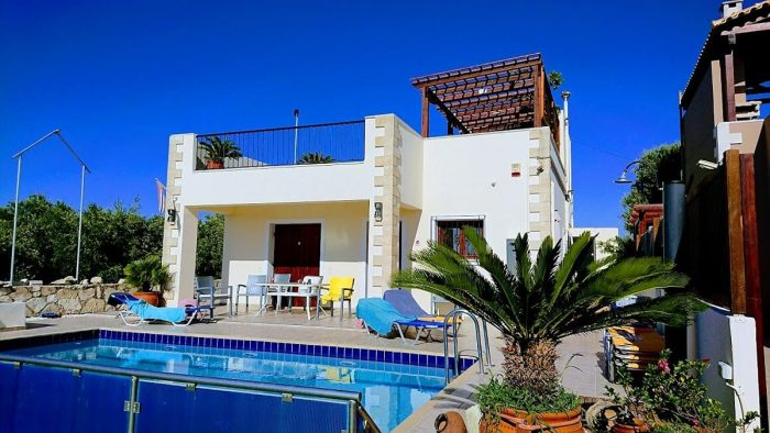 Detached house with a pool close to Platanias
