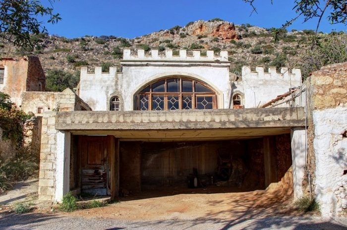 Stone village house for sale in Akrotiri
