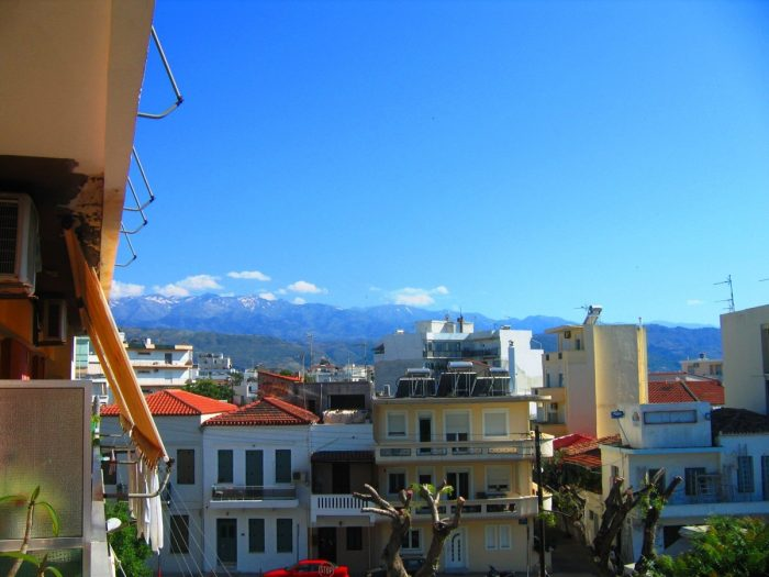 Apartment overlooking the White Mountains in Nea Chora