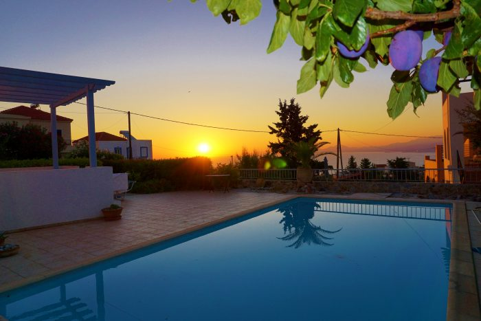 House for a short term rent with pool and sea view in Kefalas