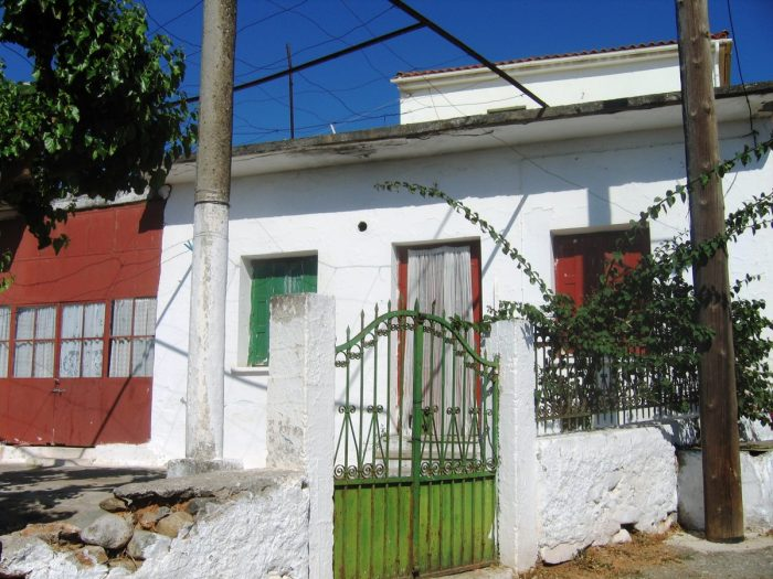 Old traditional stone house with a garden near Alikianos