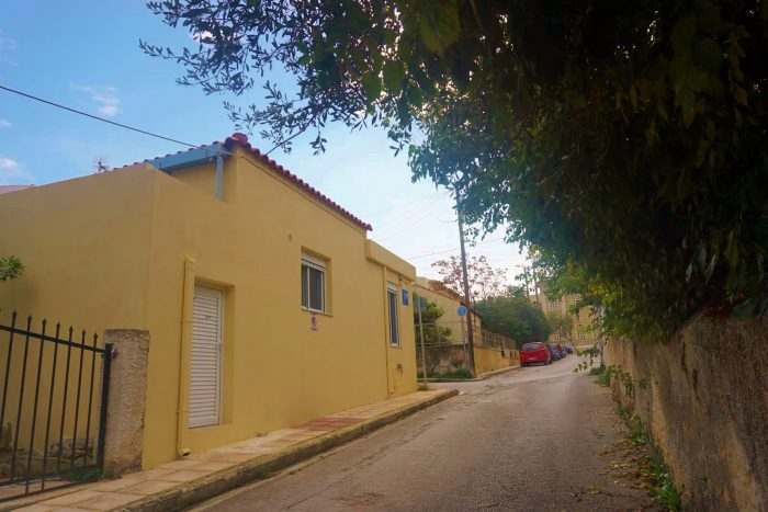 Ground floor house located close to the sea in Chalepa