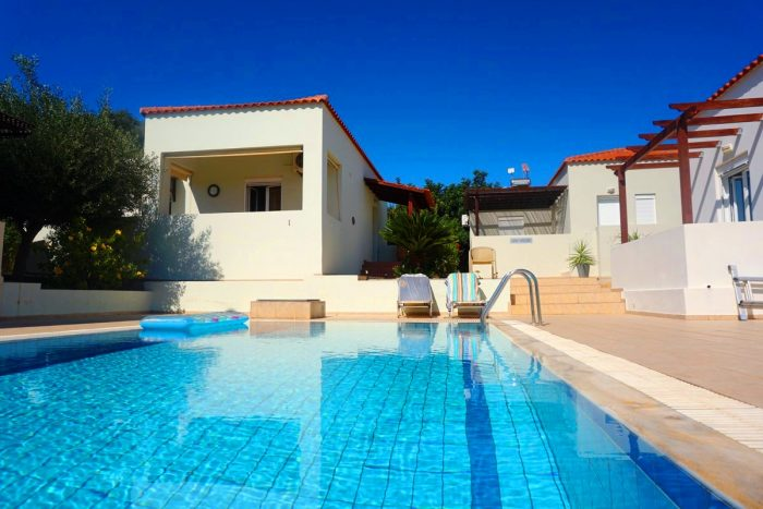 Bungalow with a shared pool in Chorafakia