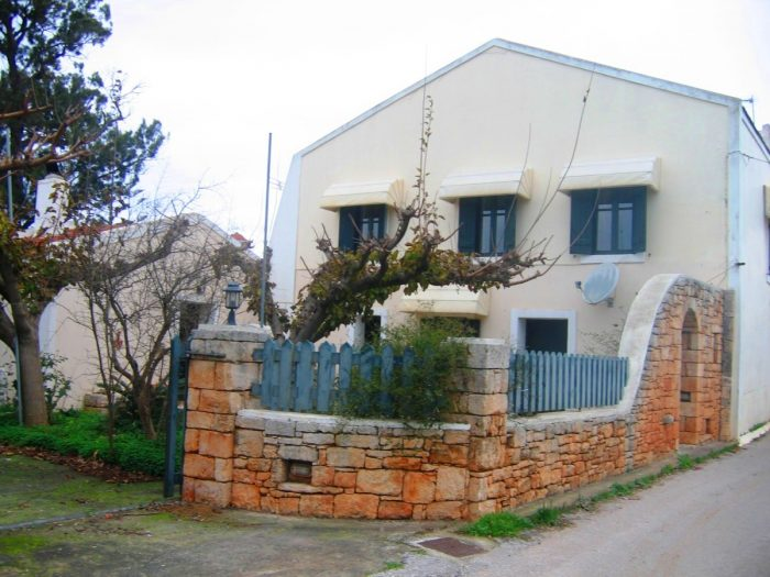 Traditional stone house in Aroni