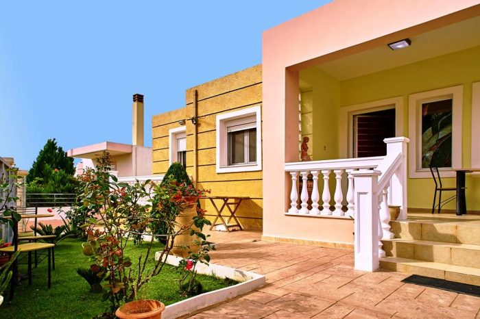 For long term rentals, 3 bedroom house in Akrotiri