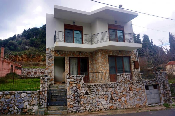Newly modern built house for rent in Theriso