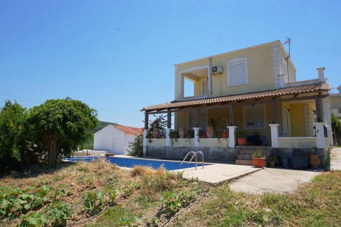 Detached house with a pool in Spilia, Kolymbari