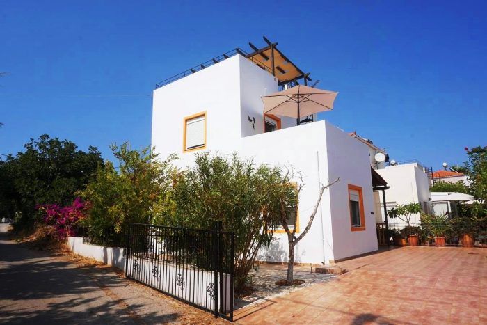 Detached House for sale in Chorafakia