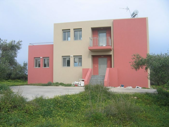 To Let detached house on a large plot with sea view